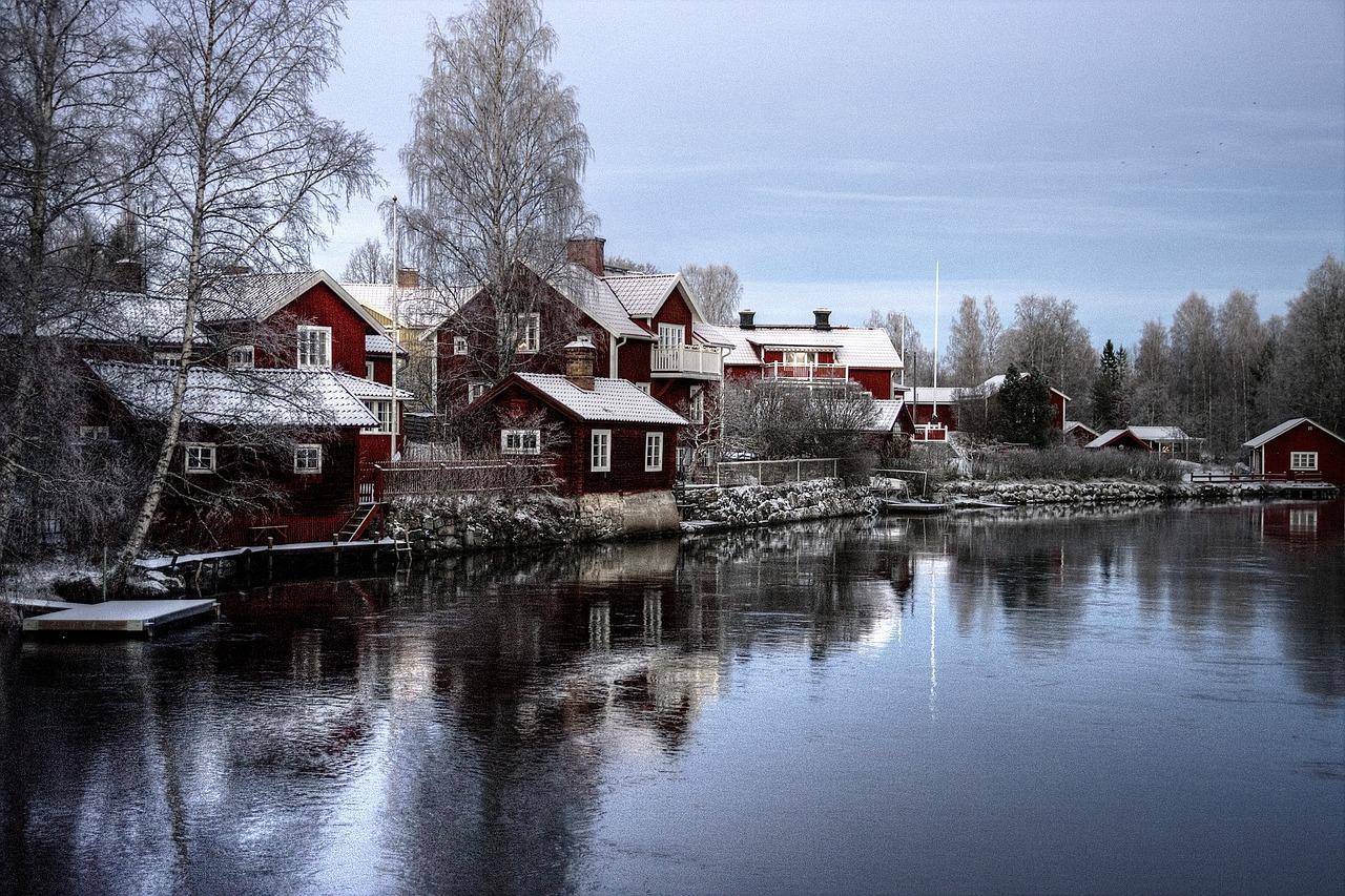 Træhuse i sverige ligger ud til sø